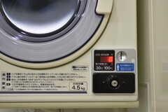 乾燥機はコイン式です。(2018-02-28,共用部,LAUNDRY,1F)
