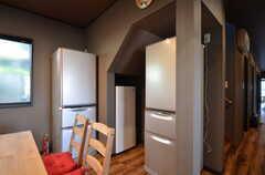 冷蔵庫は2台、冷凍庫が1台あります。(2015-09-28,共用部,KITCHEN,1F)