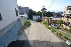 自転車置場へ向かう道の様子。(2015-09-28,共用部,OTHER,1F)