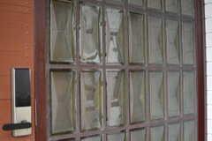 立体的なガラスブロック。(2017-03-21,周辺環境,ENTRANCE,1F)