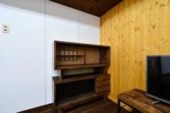 違い棚が置かれています。(2017-03-21,共用部,LIVINGROOM,1F)