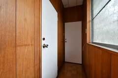 廊下の様子。手前が201号室、202号室です。(2017-03-21,共用部,OTHER,2F)