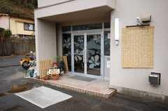 シェアハウスの正面玄関。(2008-03-31,周辺環境,ENTRANCE,1F)