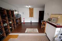 シェアハウスの正面玄関から見た内部の様子。(2008-03-31,周辺環境,ENTRANCE,1F)