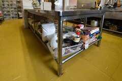 作業台の下も、収納スペースです。(2018-05-30,共用部,KITCHEN,1F)