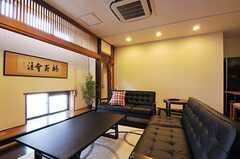 リビングの様子2。元の和室の雰囲気も残っています。(2012-09-29,共用部,LIVINGROOM,3F)