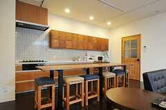 キッチンとリビングを隔てる、木製のダイニング・テーブルも手作りです。(2012-09-29,共用部,LIVINGROOM,3F)