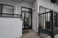 シェアハウスの正面玄関。(2012-03-03,周辺環境,ENTRANCE,1F)