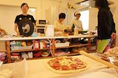 ピザパーティーの様子。 ※事業者様提供素材(2014-09-02,共用部,PARTY,1F)