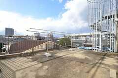 物干しスペースの様子。階段で屋上に上れます。(2015-09-29,共用部,OTHER,3F)