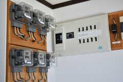 電気メータも専有部ごとに用意されています。(2017-08-27,共用部,OTHER,1F)
