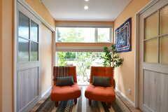 窓辺のソファスペース。(2018-06-30,共用部,LIVINGROOM,1F)
