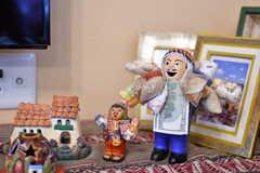 エケコ人形。南米ボリビアで祭の際に売られる小太りの人形。福の神のような存在で、自分が手に入れたいモノのミニチュアを持たせると願いが叶うとのこと。要は縁起の良いチョビ髭のおじさんです。(2018-06-30,共用部,OTHER,1F)