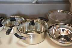 シンク下に鍋類が収納されています。(2016-03-28,共用部,KITCHEN,1F)