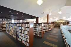 中軽井沢駅は図書館を併設しています。(2016-03-28,共用部,ENVIRONMENT,2F)
