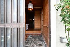 シェアハウスの玄関。引き戸です。(2017-07-22,周辺環境,ENTRANCE,1F)