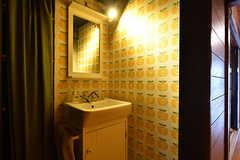 廊下に設置された洗面台。(2017-07-22,共用部,WASHSTAND,1F)