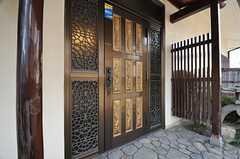 玄関ドアの様子。(2014-01-28,周辺環境,ENTRANCE,1F)