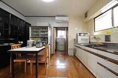 キッチンの脇は、ストッカールームとシャワールームです。(2014-01-28,共用部,KITCHEN,1F)