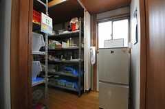 ストッカールームには冷蔵庫があります。(2014-01-28,共用部,OTHER,1F)
