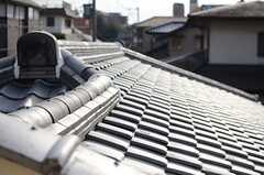 瓦屋根の様子。(201号室)(2014-01-28,専有部,ROOM,2F)