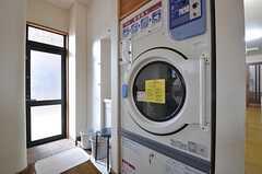 業務用の乾燥機も無料で使用できます。(2015-07-30,共用部,LAUNDRY,1F)