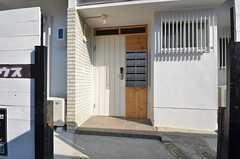 玄関ドアの様子。(2014-07-01,周辺環境,ENTRANCE,1F)