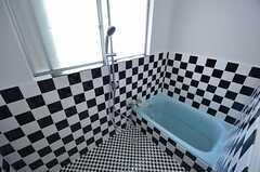 シャワールームの様子。バスタブは撤去される予定です。(2014-07-01,共用部,BATH,1F)