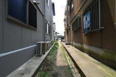 建物の裏側には駐輪場が設置されています。(2018-07-17,共用部,OTHER,1F)