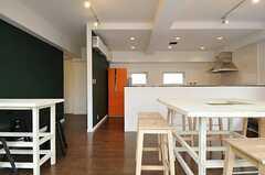 ダイニングの様子6。奥にキッチンがあります。(2014-03-13,共用部,LIVINGROOM,1F)