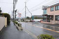 最寄りのバス停の様子。(2014-03-13,共用部,ENVIRONMENT,1F)