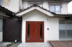 シェアハウスの正面玄関。(2012-01-15,周辺環境,ENTRANCE,1F)