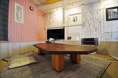 手作りのテーブル。実はコタツだったりもします。(2012-01-15,共用部,LIVINGROOM,1F)