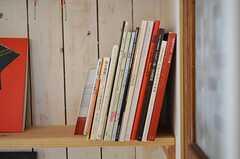 インテリアやアート関係の本。(2012-01-15,共用部,OTHER,1F)