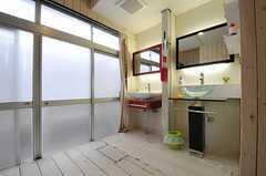 洗面台脇には物干し場があります。(2012-01-15,共用部,OTHER,1F)