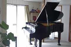 共用部にピアノが設置されたそう。 ※事業者様提供素材(2012-02-27,共用部,LIVINGROOM,1F)