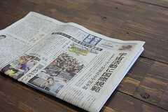 新聞の購読もされているそうです。 ※事業者様提供素材(2012-02-27,共用部,LIVINGROOM,1F)
