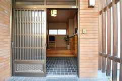 正面玄関から見た内部の様子。(2011-04-03,周辺環境,ENTRANCE,1F)