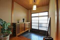 内部から見た玄関周りの様子。(2011-04-03,周辺環境,ENTRANCE,1F)