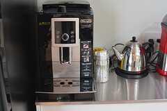 コーヒーメーカーもあります。(2016-04-04,共用部,KITCHEN,2F)