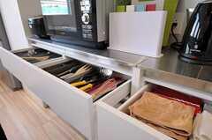 キッチンの収納棚の様子。(2012-02-02,共用部,KITCHEN,2F)