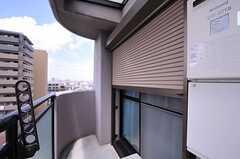 防犯用にシャッターが付いています。(1002号室)(2012-07-15,専有部,ROOM,10F)