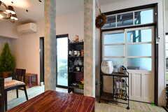 テイクフリーコーナーの様子。調味料から洗剤まで、種類豊富です。(2014-03-05,共用部,LIVINGROOM,1F)