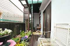 テラスの一角には喫煙スペースが設けられています。(2014-03-05,共用部,OTHER,1F)