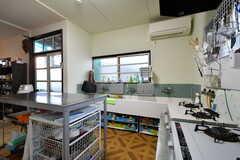 シンク下には、各部屋ごとの収納スペースがあります。(2011-11-09,共用部,KITCHEN,1F)