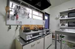 ガスコンロは2台設置されています。(2011-11-09,共用部,KITCHEN,1F)