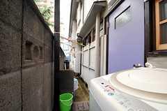 ランドリースペースの隣には洗濯物が干せます。(2014-03-05,共用部,LAUNDRY,1F)