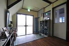 玄関脇のドアの先はサロンです。(2014-03-05,共用部,OTHER,1F)