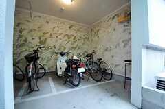 ガレージの様子。元々は専有部だった部屋を改装したため、雨にぬれません。(2014-03-05,共用部,GARAGE,1F)