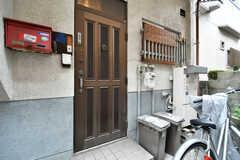 玄関ドアの様子。(2017-10-13,周辺環境,ENTRANCE,1F)